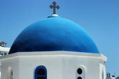 Μπλε θόλος στενού ενός επάνω εκκλησιών σε Santorini Ελλάδα Στοκ Εικόνες