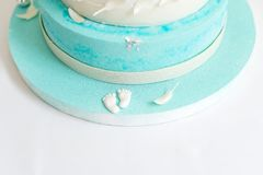 Μπλε κέικ γενεθλίων για το μωρό Πρώτα γενέθλια παιδιών Στοκ Φωτογραφία