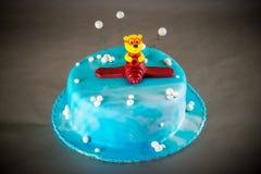 Μπλε κέικ γενεθλίων παιδιών Στοκ φωτογραφία με δικαίωμα ελεύθερης χρήσης