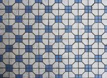 Μπλε και άσπρα κεραμίδια μωσαϊκών Στοκ εικόνες με δικαίωμα ελεύθερης χρήσης