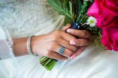 Μπλε και ασημένιο γαμήλιο δαχτυλίδι Στοκ φωτογραφία με δικαίωμα ελεύθερης χρήσης
