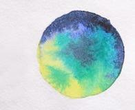 Μπλε και πράσινο Watercolor στη Λευκή Βίβλο τράπεζες που σύρουν το τύλιγμα watercolor δέντρων ποταμών ανθίσματος Στοκ Εικόνα