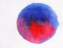 Μπλε και ρόδινο Watercolor στη Λευκή Βίβλο τράπεζες που σύρουν το τύλιγμα watercolor δέντρων ποταμών ανθίσματος Στοκ Εικόνα