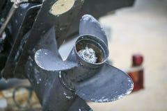 Μπλε και σπασμένη μηχανή βαρκών Στοκ Φωτογραφίες