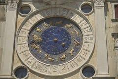 Μπλε και χρυσό ρολόι Στοκ Φωτογραφία