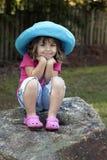 μπλε καπέλο κοριτσιών λίγ Στοκ Εικόνες