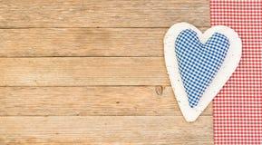 Μπλε καρδιά στο ξύλινο υπόβαθρο για την ημέρα πατέρων Στοκ Εικόνα