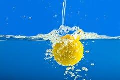 μπλε καταβρέχοντας ύδωρ &lambd Στοκ Φωτογραφίες