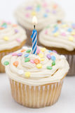 μπλε κερί γενεθλίων cupcakes Στοκ εικόνα με δικαίωμα ελεύθερης χρήσης