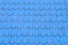 Μπλε κεραμίδια ή βότσαλα στεγών στο σπίτι ως εικόνα υποβάθρου Στοκ Εικόνες