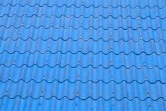 Μπλε κεραμίδια ή βότσαλα στεγών στο σπίτι ως εικόνα υποβάθρου Στοκ φωτογραφία με δικαίωμα ελεύθερης χρήσης