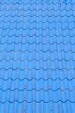 Μπλε κεραμίδια ή βότσαλα στεγών στο σπίτι ως εικόνα υποβάθρου Στοκ Φωτογραφία