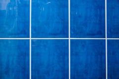 Μπλε κεραμίδια στο λουτρό Στοκ Εικόνες