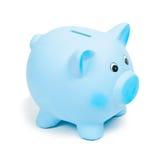 Μπλε κεραμική piggy τράπεζα, που απομονώνεται στο άσπρο υπόβαθρο στοκ εικόνες με δικαίωμα ελεύθερης χρήσης