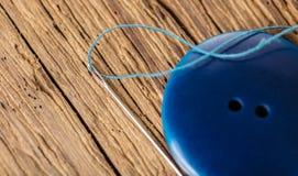 Μπλε κινηματογράφηση σε πρώτο πλάνο κουμπιών Στοκ Φωτογραφία