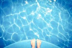 μπλε κολύμβηση λιμνών Στοκ φωτογραφία με δικαίωμα ελεύθερης χρήσης