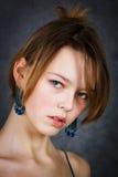 μπλε κορίτσι σκουλαρι&kapp Στοκ Εικόνα