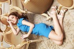μπλε κορίτσι φορεμάτων brunette Στοκ εικόνα με δικαίωμα ελεύθερης χρήσης