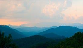 μπλε κορυφογραμμή βουνώ&n στοκ φωτογραφίες με δικαίωμα ελεύθερης χρήσης