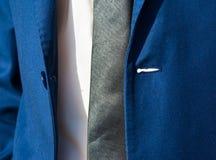 Μπλε κοστούμι και δεσμός ατόμων Στοκ Εικόνα