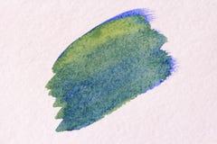 Μπλε κτύπημα με μια βούρτσα φιαγμένη από watercolors στενό έγγραφο ανασκόπησης που αυξάνεται Στοκ φωτογραφία με δικαίωμα ελεύθερης χρήσης