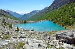 Μπλε λίμνη, Valle δ ` Aosta, Ιταλία Στοκ φωτογραφίες με δικαίωμα ελεύθερης χρήσης