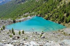 Μπλε λίμνη, Valle δ ` Aosta, Ιταλία Στοκ Εικόνες