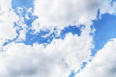 μπλε λευκό ουρανού σύννεφων 1 ανασκόπηση καλύπτει το νεφελώδη ουρανό Στοκ Φωτογραφία