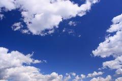 μπλε λευκό ουρανού σύνν&epsilon Στοκ Εικόνα