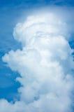 μπλε λευκό ουρανού σύνν&epsilon Στοκ εικόνες με δικαίωμα ελεύθερης χρήσης