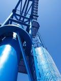 Μπλε λιμενικός λιμενικός βαρύς γερανός στην κινηματογράφηση σε πρώτο πλάνο στοκ εικόνα με δικαίωμα ελεύθερης χρήσης