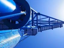 Μπλε λιμενικός λιμενικός γερανός στοκ εικόνες