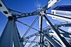 μπλε μέταλλο γεφυρών πο&upsilo Στοκ φωτογραφία με δικαίωμα ελεύθερης χρήσης
