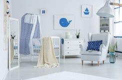 Μπλε μαξιλάρι με το ναυτικό σχέδιο Στοκ εικόνες με δικαίωμα ελεύθερης χρήσης