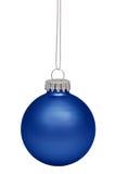 Μπλε μπιχλιμπίδι Χριστουγέννων που απομονώνεται στο λευκό Στοκ Εικόνα