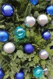Μπλε μπιχλιμπιδιών Χριστουγέννων στοκ εικόνα με δικαίωμα ελεύθερης χρήσης