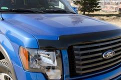 Μπλε μπροστινή άποψη της Ford F150 στοκ εικόνα με δικαίωμα ελεύθερης χρήσης