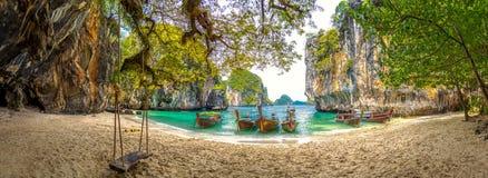 Μπλε νερό στο λαοτιανό νησί φόρτωσης, επαρχία Krabi, Ταϊλάνδη στοκ φωτογραφία