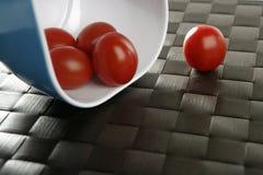 μπλε ντομάτες ομάδας κερασιών κύπελλων Στοκ φωτογραφία με δικαίωμα ελεύθερης χρήσης