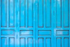 Μπλε ξύλινο υπόβαθρο πορτών στοκ εικόνες