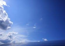 μπλε ουρανός ανασκόπησης Στοκ Φωτογραφία