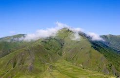 μπλε ουρανός βουνών κάτω Στοκ εικόνα με δικαίωμα ελεύθερης χρήσης