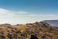 μπλε ουρανός βουνών τοπίων στοκ εικόνες