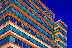 μπλε ουρανός γραφείων οικοδόμησης ανασκόπησης Στοκ φωτογραφία με δικαίωμα ελεύθερης χρήσης