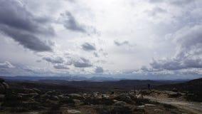 Μπλε ουρανός και άσπρα σύννεφα στοκ εικόνα με δικαίωμα ελεύθερης χρήσης