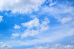 Μπλε ουρανός και άσπρα σύννεφα 171015 0057 Στοκ Φωτογραφία