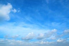 Μπλε ουρανός και άσπρα σύννεφα 171017 0130 Στοκ Φωτογραφία