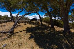 Μπλε ουρανός μέσω των δέντρων σε Maido στο Saint-Paul, Νήσος Ρεϊνιόν Στοκ φωτογραφία με δικαίωμα ελεύθερης χρήσης