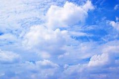 Μπλε ουρανός με τα άσπρα σύννεφα 171016 0082 Στοκ Φωτογραφία