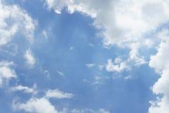 Μπλε ουρανός με τα σύννεφα για το υπόβαθρο Στοκ φωτογραφίες με δικαίωμα ελεύθερης χρήσης